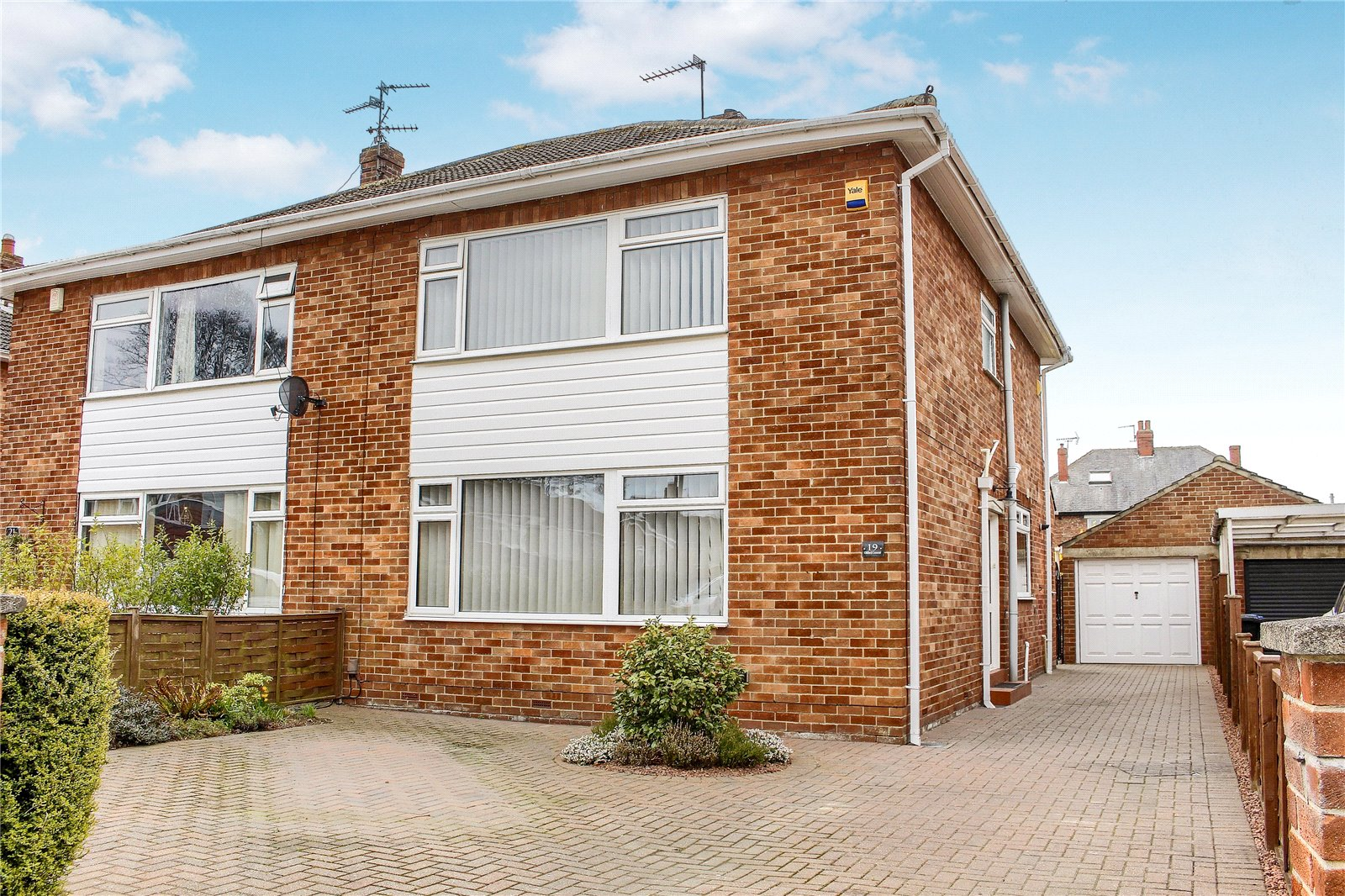 4 bed house for sale in Oldford Crescent, Acklam 1