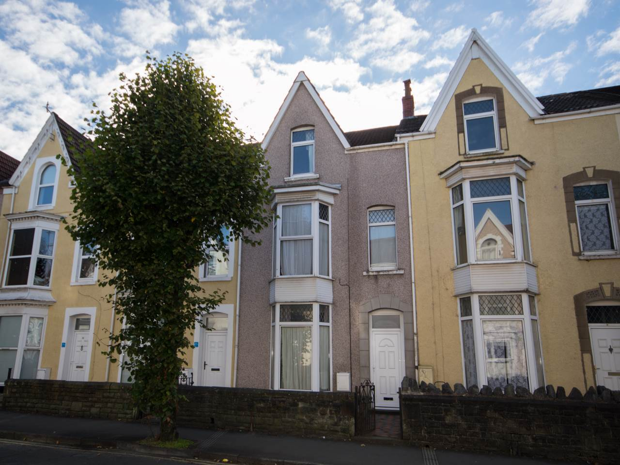 7 bed house to rent in GWYDR CRESCENT, UPLANDS - Property Image 1