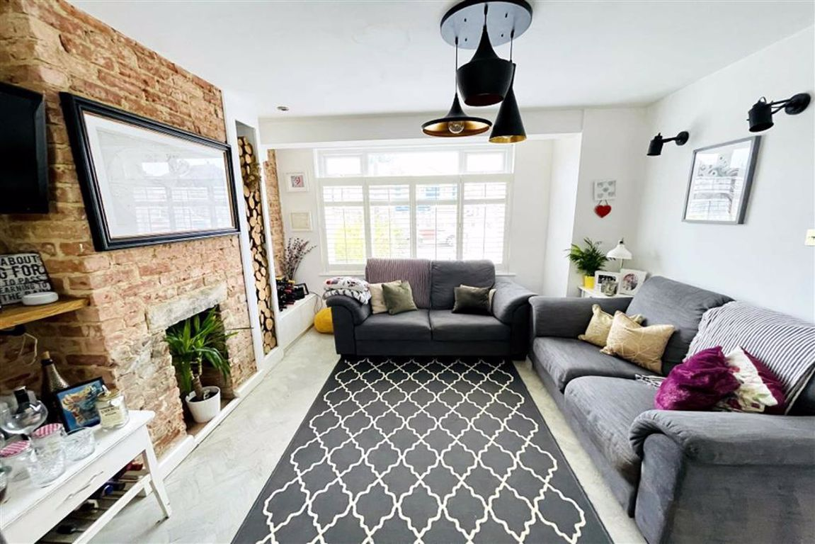 3 bed semi-detached house for sale in Welton Road, Plumstead  - Property Image 1