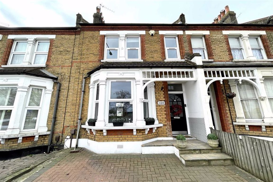 4 bed terraced house for sale in Plumstead Common Road, Plumstead, SE18