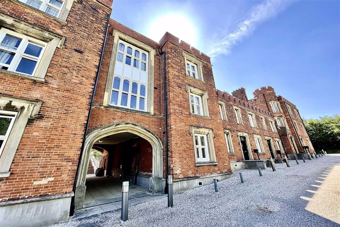 5 bed town house for sale in Langhorne Street, The Acadamy, SE18
