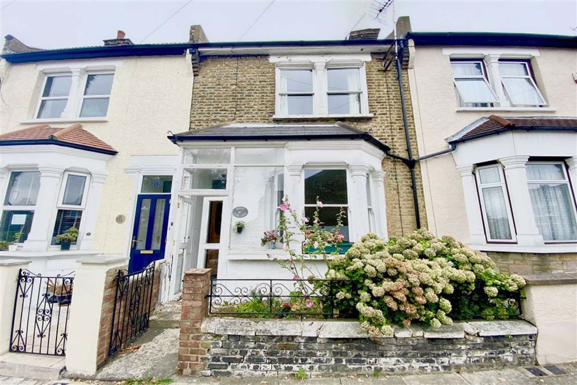 3 bed terraced house for sale in Kirk Lane, Plumstead  - Property Image 1