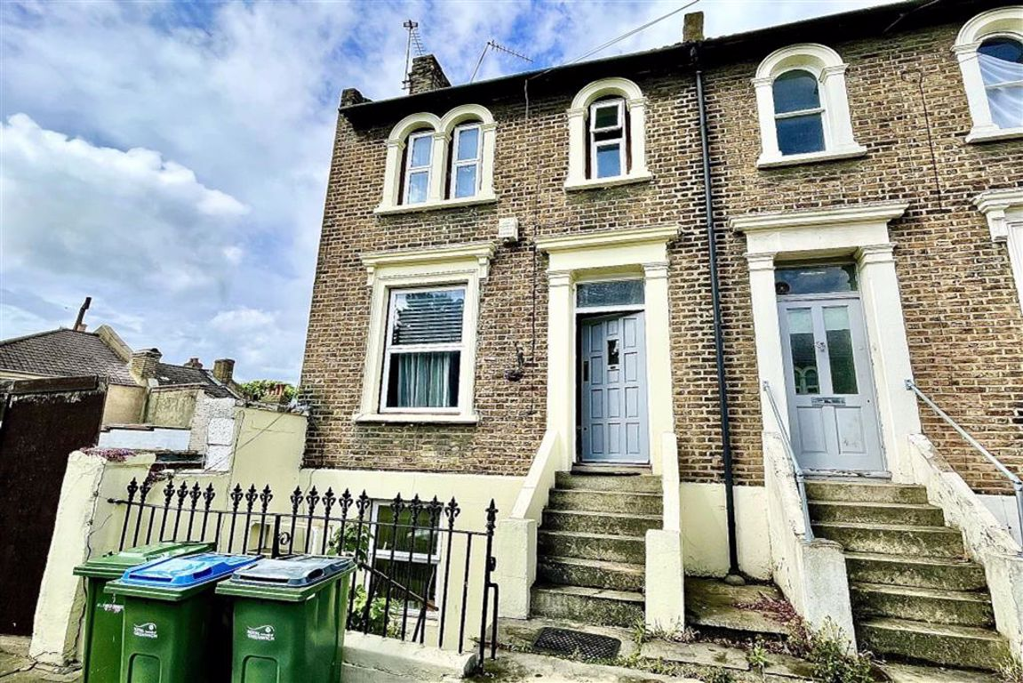 4 bed end of terrace house to rent in Elmdene Road, Woolwich  - Property Image 1