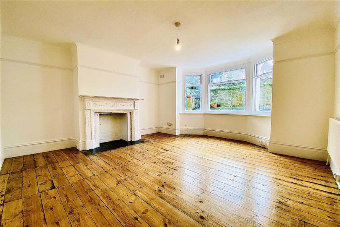 2 bed maisonette for sale in Genesta Road, Shooters Hill - Property Image 1