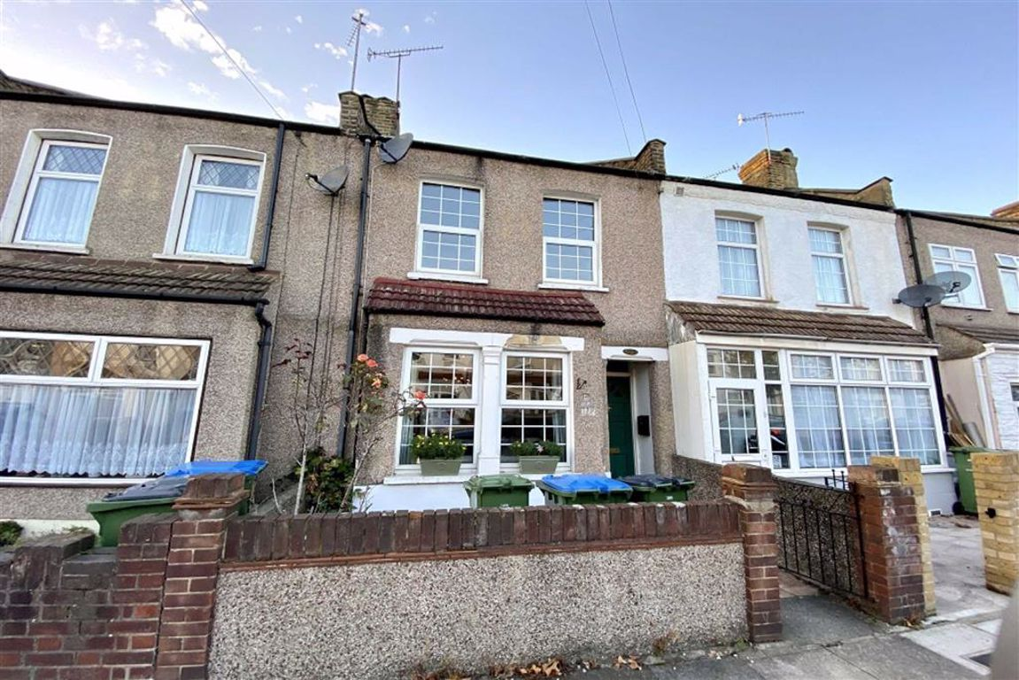2 bed terraced house to rent in Flaxton Road, Plumstead  - Property Image 1