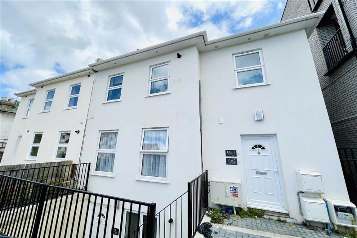 2 bed flat to rent in Brookhill Road, Woolwich - Property Image 1