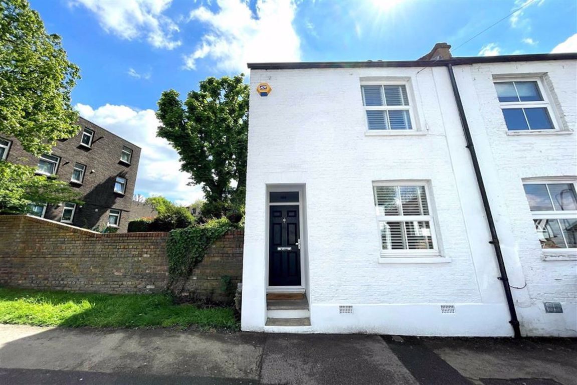 2 bed end of terrace house for sale in Red Lion Lane, Shooters Hill, SE18