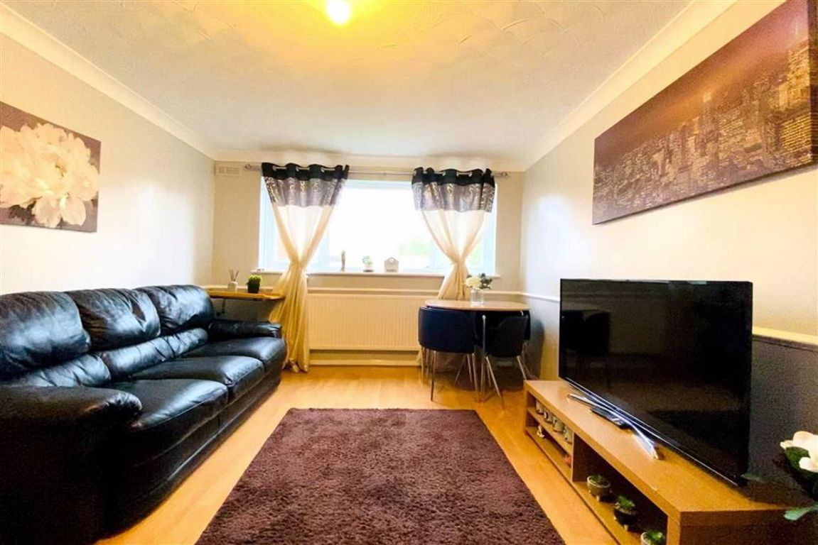 2 bed maisonette for sale in Ancaster Street, Plumstead - Property Image 1