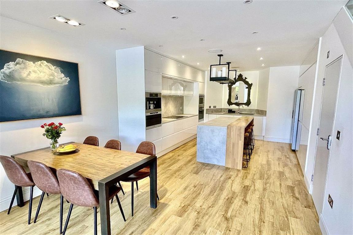 4 bed terraced house for sale in Lakedale Road, Plumstead, SE18