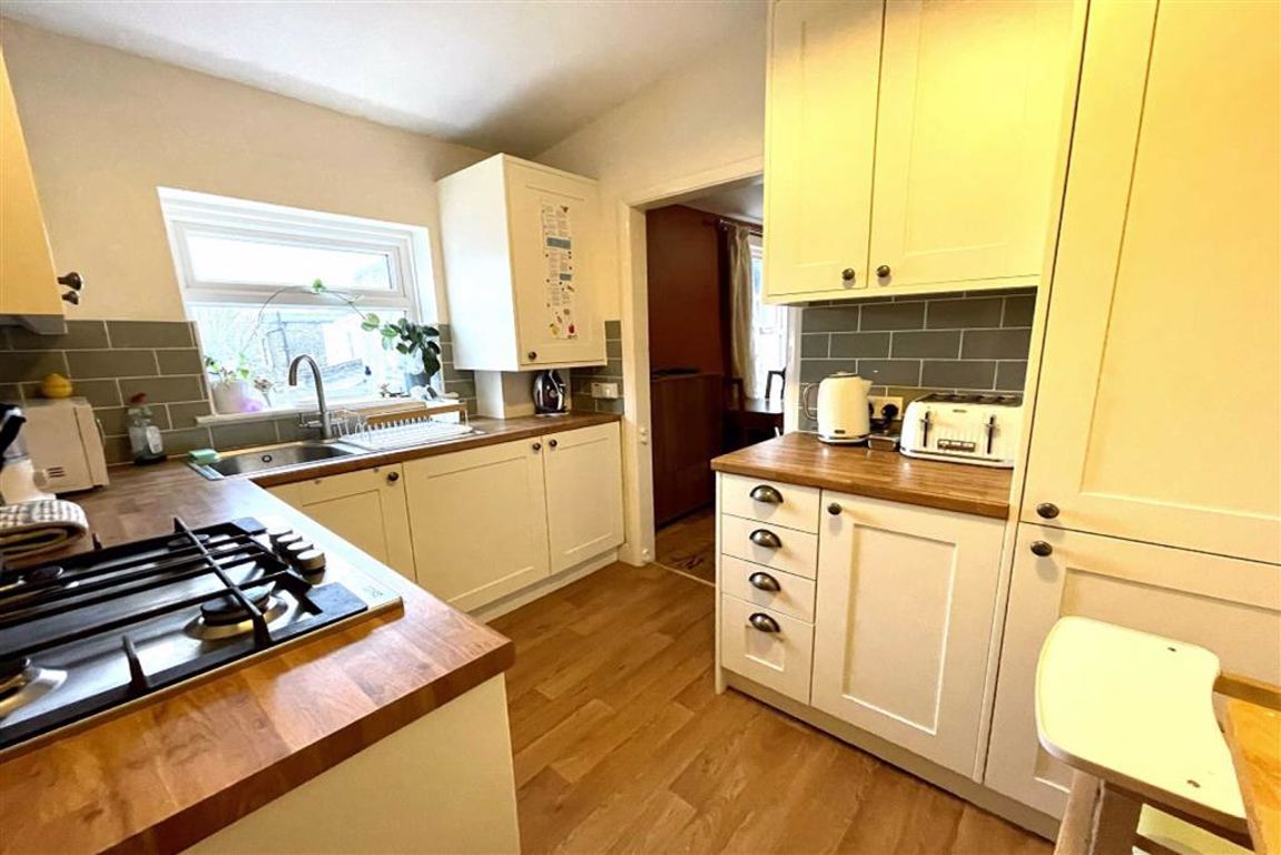 2 bed flat for sale in Heavitree Road, Plumstead - Property Image 1