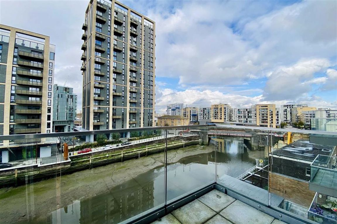 3 bed flat to rent in Norman Road, Greenwich  - Property Image 1