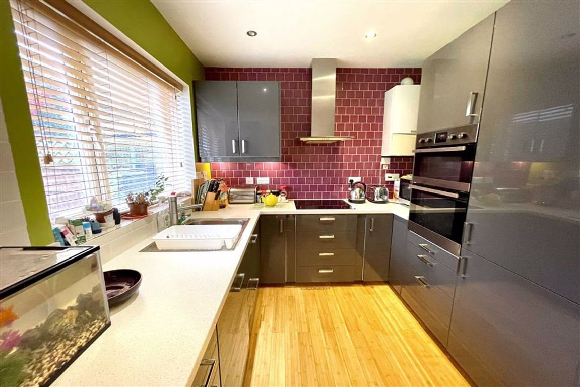 3 bed end of terrace house for sale in Pegwell Street, Plumstead - Property Image 1