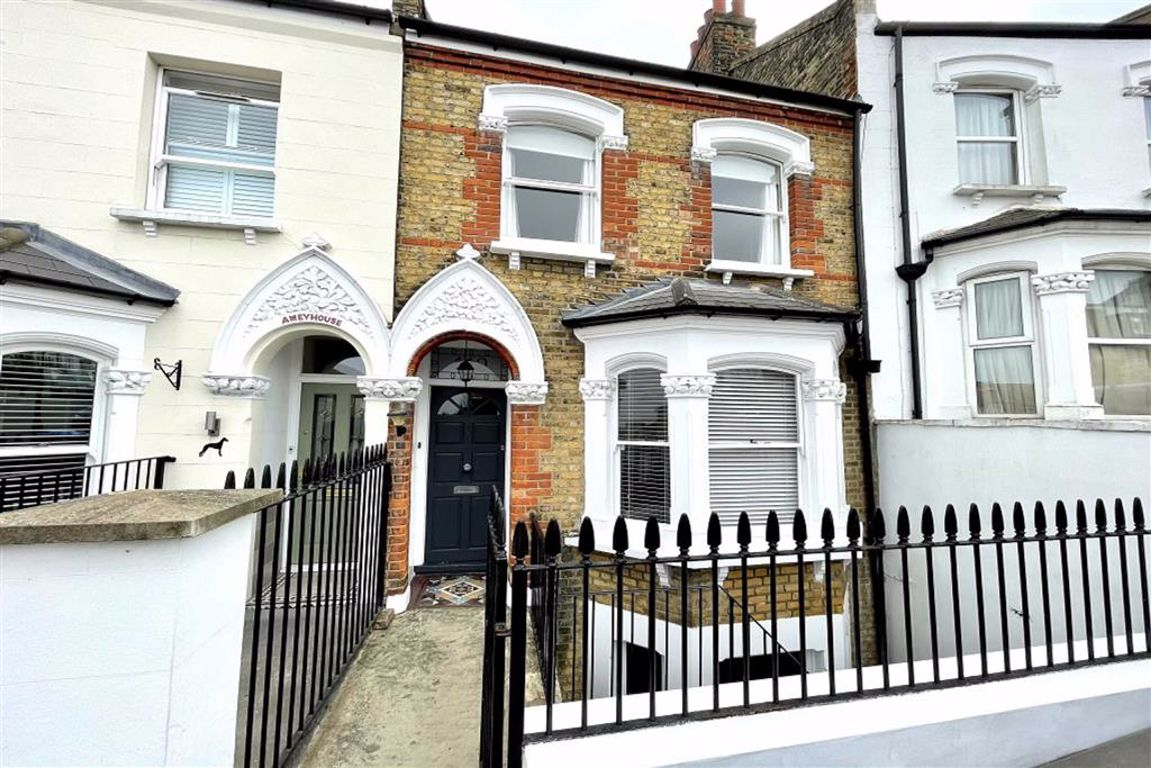 4 bed town house for sale in Parkdale Road, Plumstead - Property Image 1