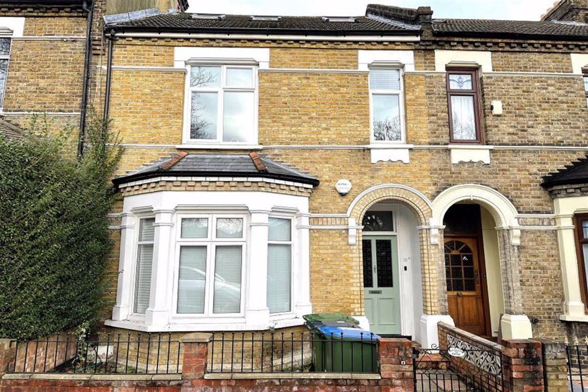 3 bed flat for sale in St. Margarets Grove, Plumstead, SE18