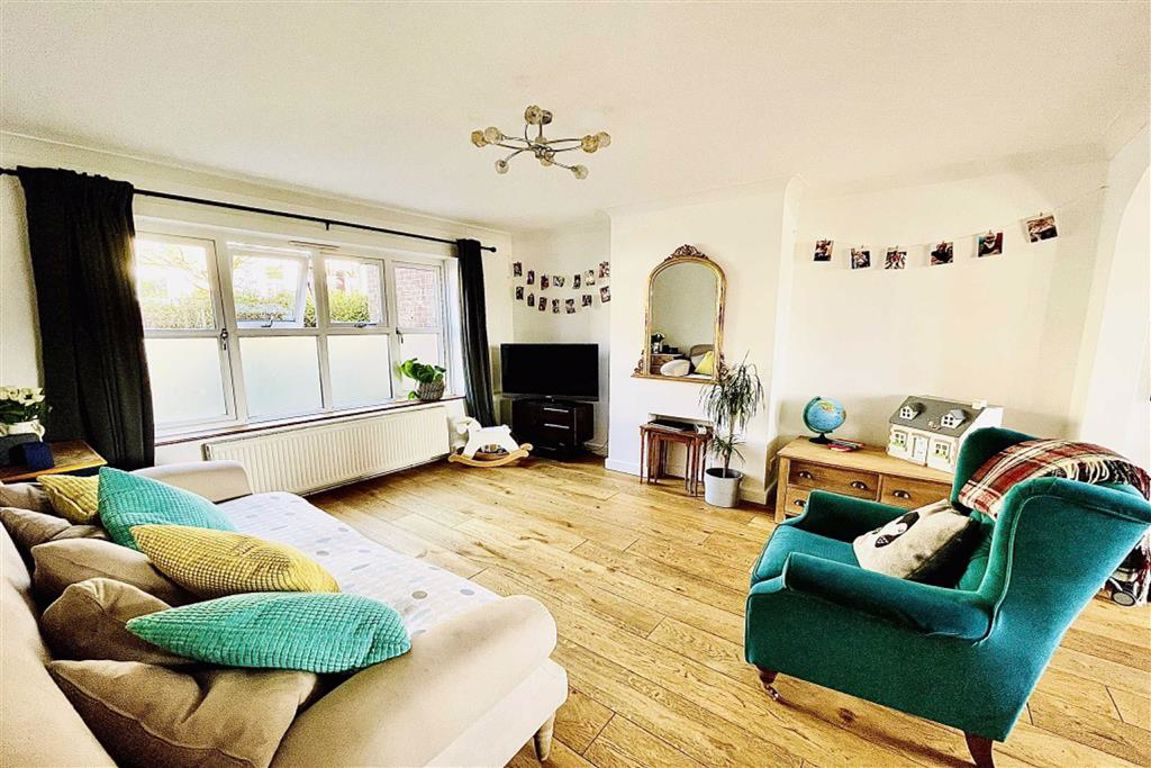 3 bed end of terrace house for sale in Olven Road, Plumstead  - Property Image 1