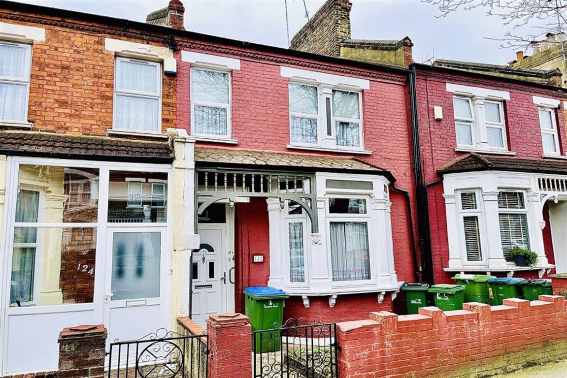 3 bed terraced house for sale in Macoma Road, Plumstead  - Property Image 1