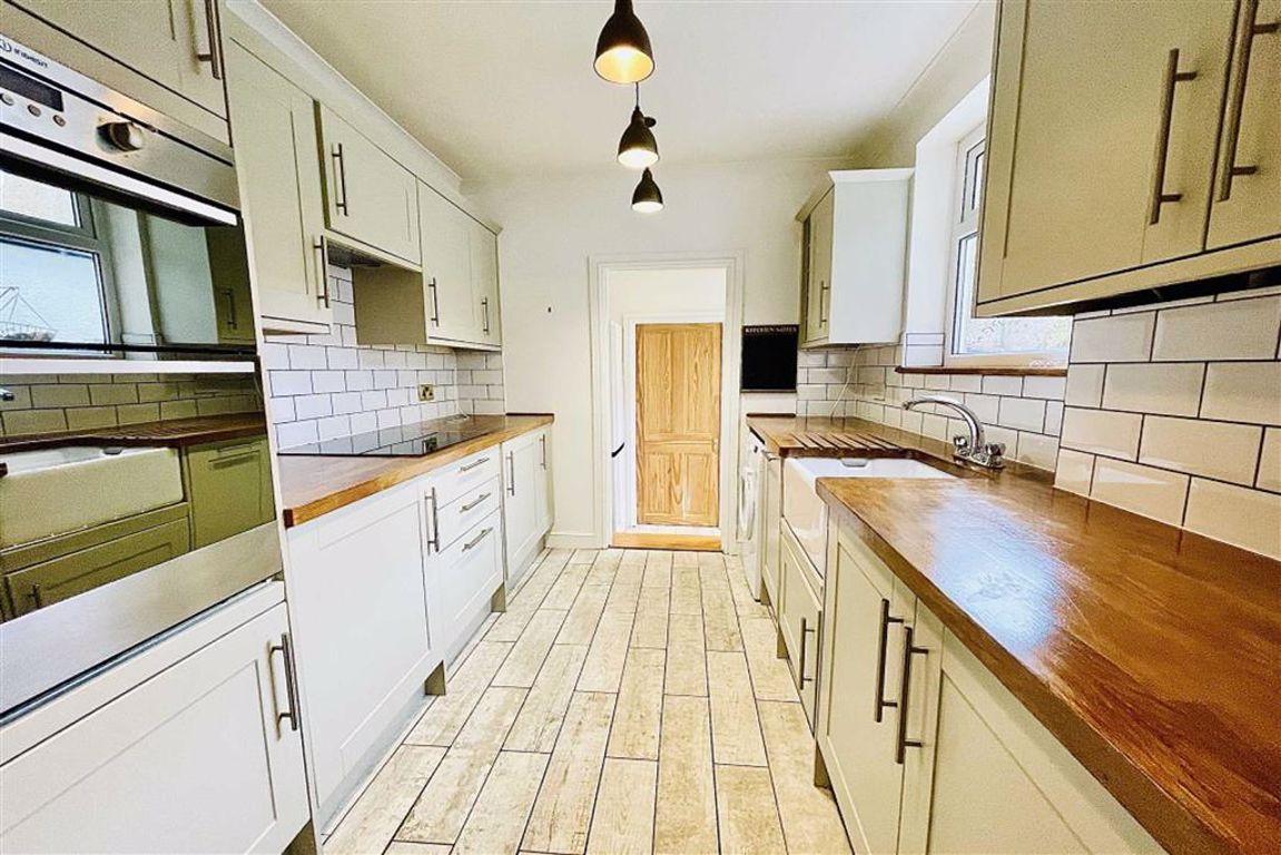 2 bed terraced house to rent in Alabama Street, Plumstead - Property Image 1