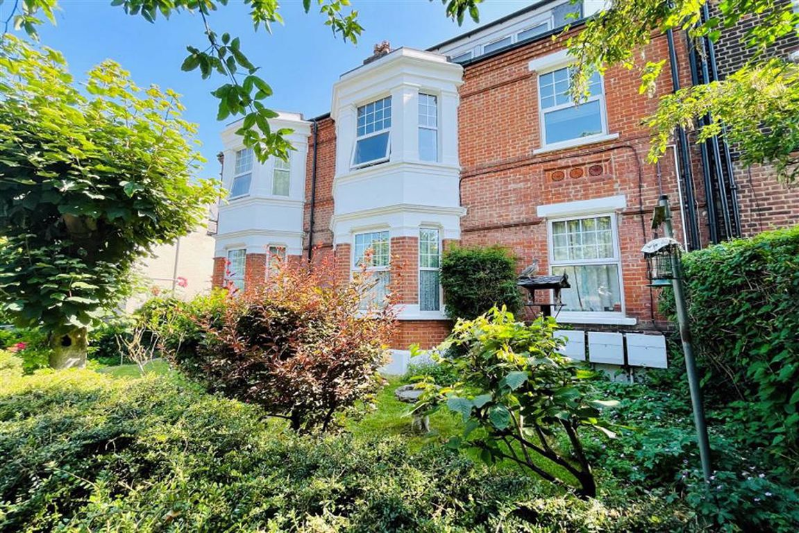 2 bed flat for sale in Eglinton Hill, Shooters Hill - Property Image 1