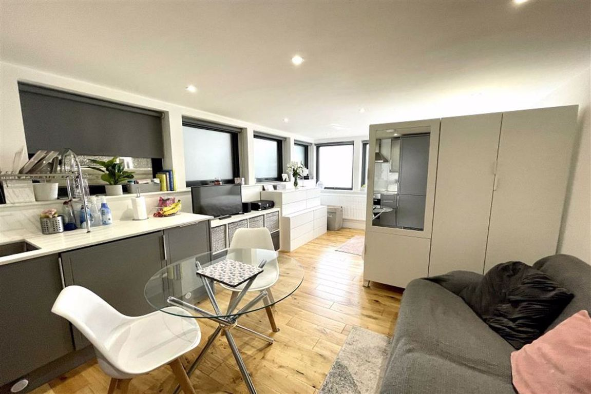 1 bed studio flat for sale in Plumstead High Street, Plumstead 0