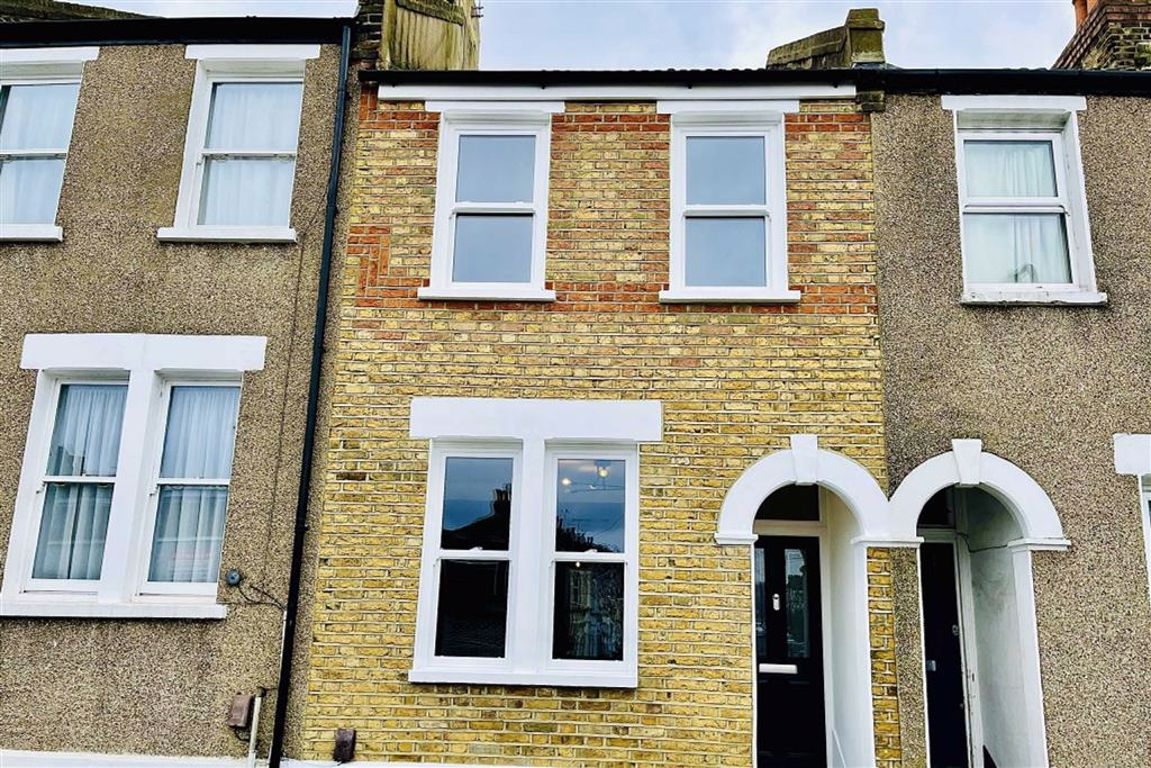 2 bed terraced house to rent in Blendon Terrace, Plumstead, SE18