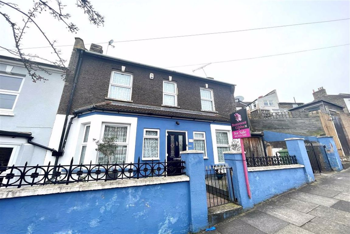 2 bed end of terrace house for sale in Sladedale Road, Plumstead - Property Image 1