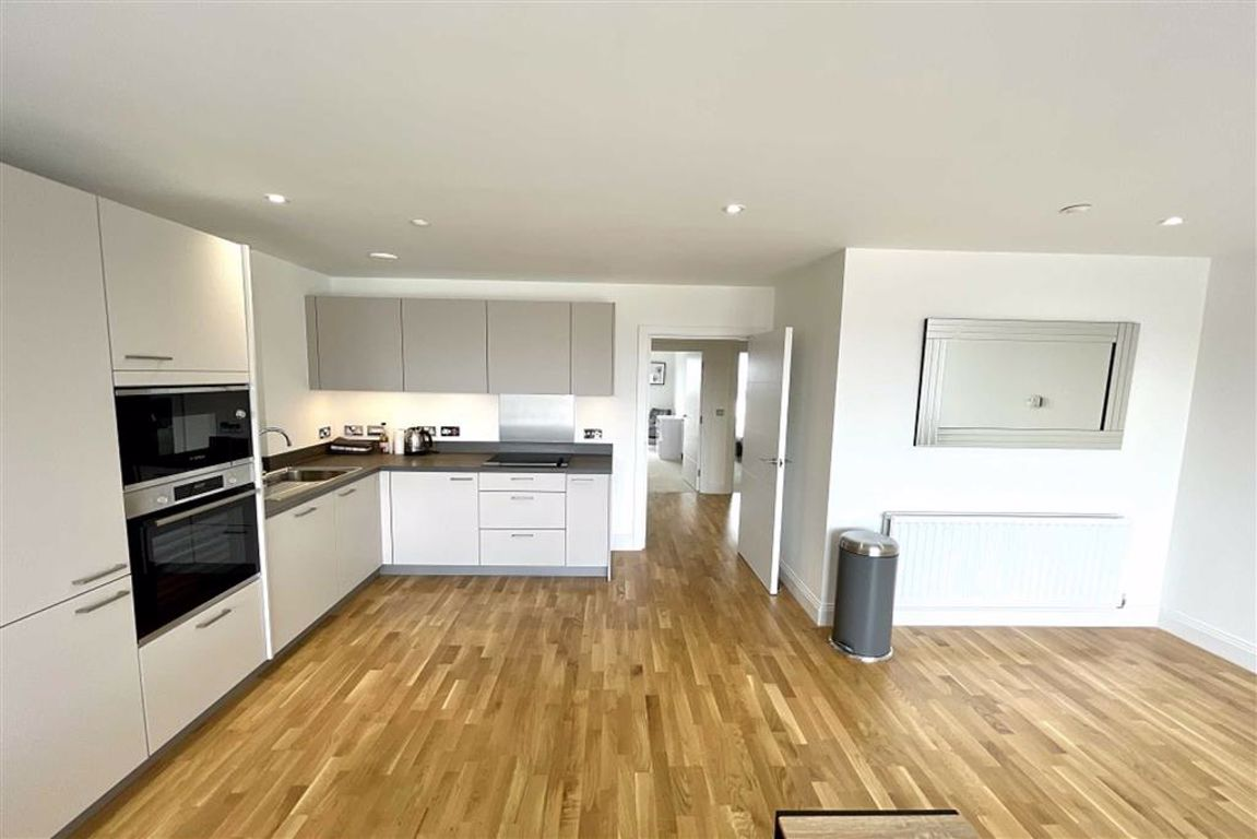 2 bed flat to rent in Wellington Street, Woolwich, SE18