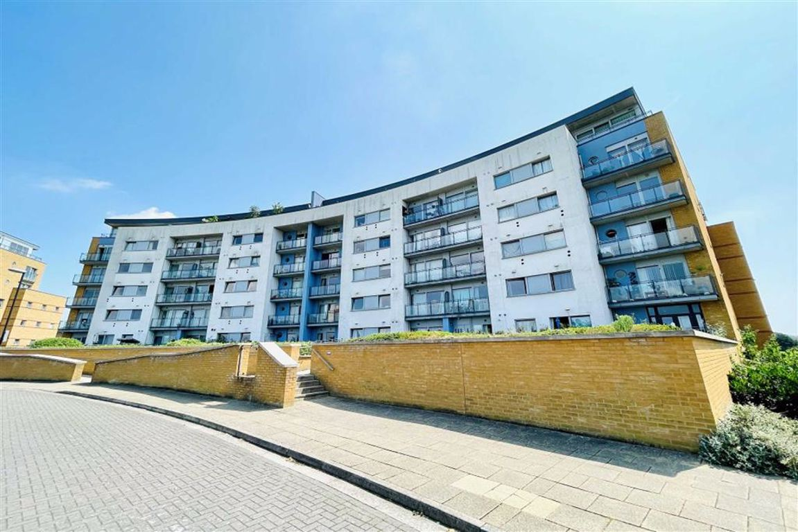 2 bed flat for sale in Tideslea Path, West Thamesmead, SE28