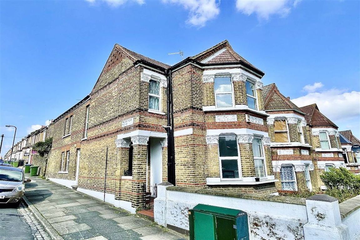 2 bed maisonette for sale in Griffin Road, Plumstead, SE18