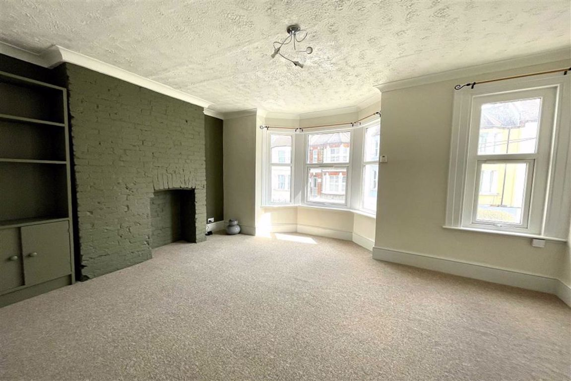 1 bed duplex to rent in Ennis Road, Plumstead  - Property Image 1