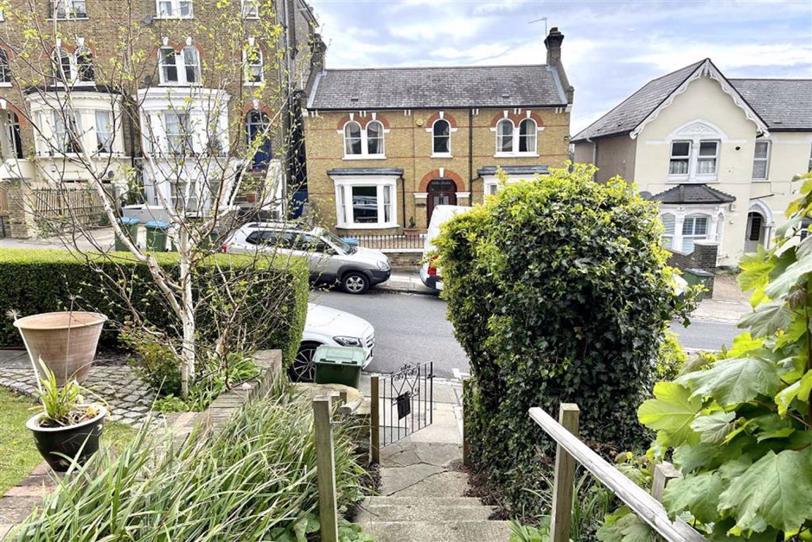 1 bed flat for sale in Eglinton Hill, Shooters Hill, SE18