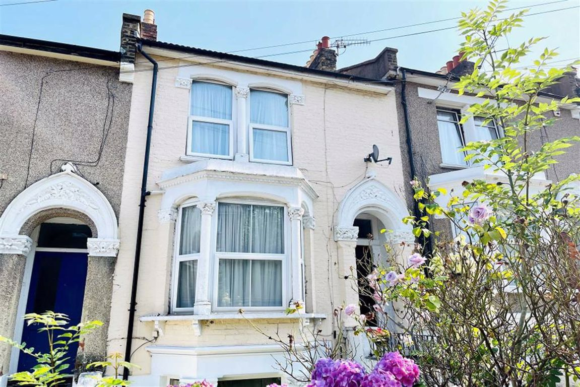 4 bed maisonette for sale in Ripon Road, Shooters Hill, SE18