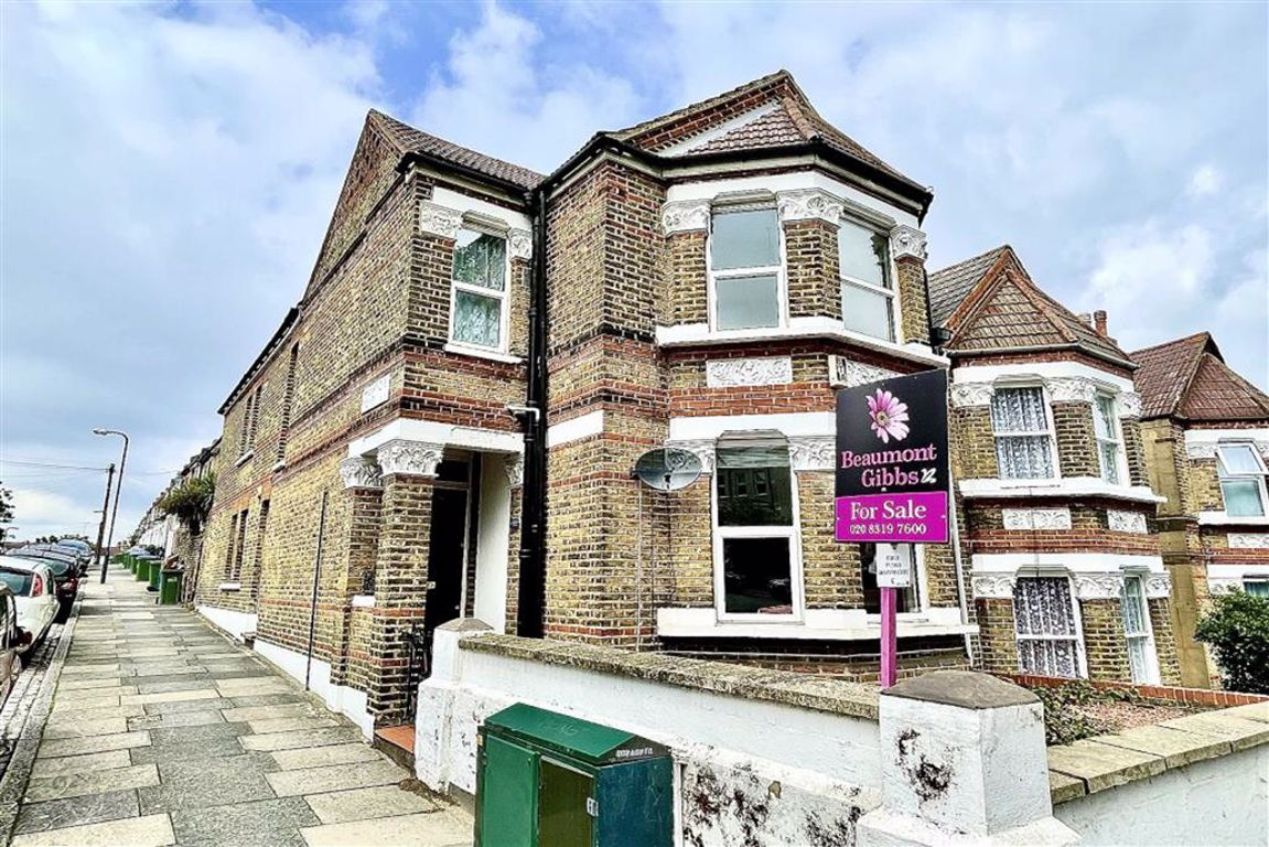 2 bed flat for sale in Griffin Road, Plumstead, SE18