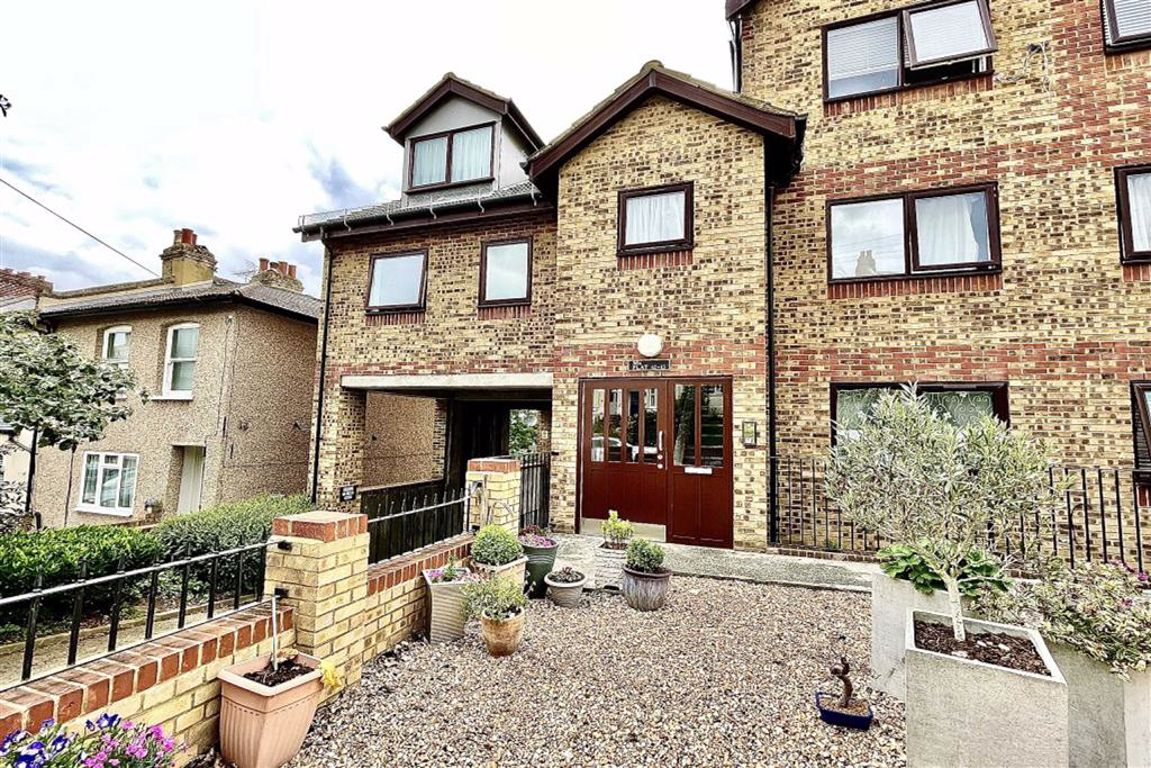 2 bed flat for sale in Cantwell Road, Shooters Hill, SE18