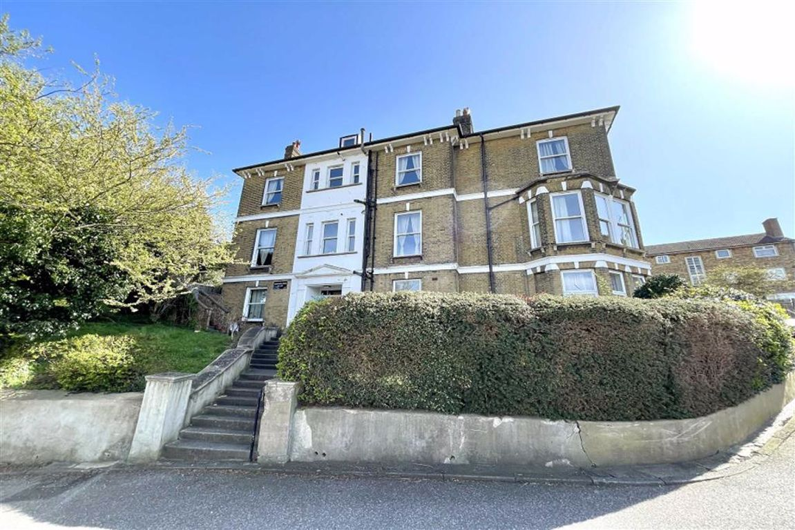 1 bed flat to rent in Cantwell Road, Shooters Hill, SE18