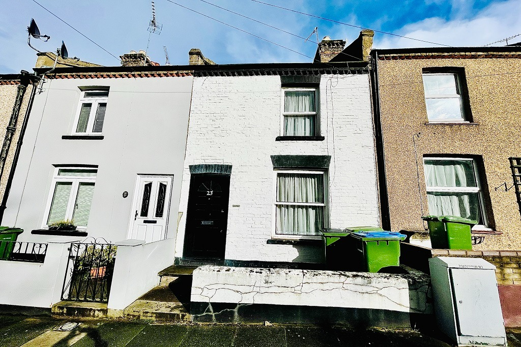 2 bed semi-detached house for sale in Admaston Road, London, SE18