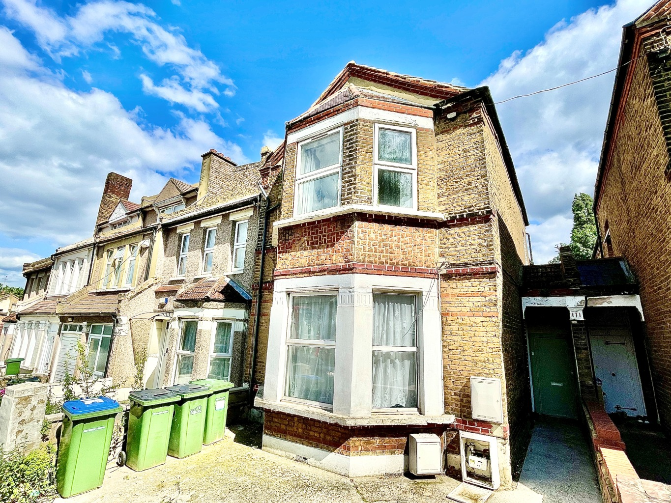 2 bed apartment for sale in Griffin Road, London, SE18