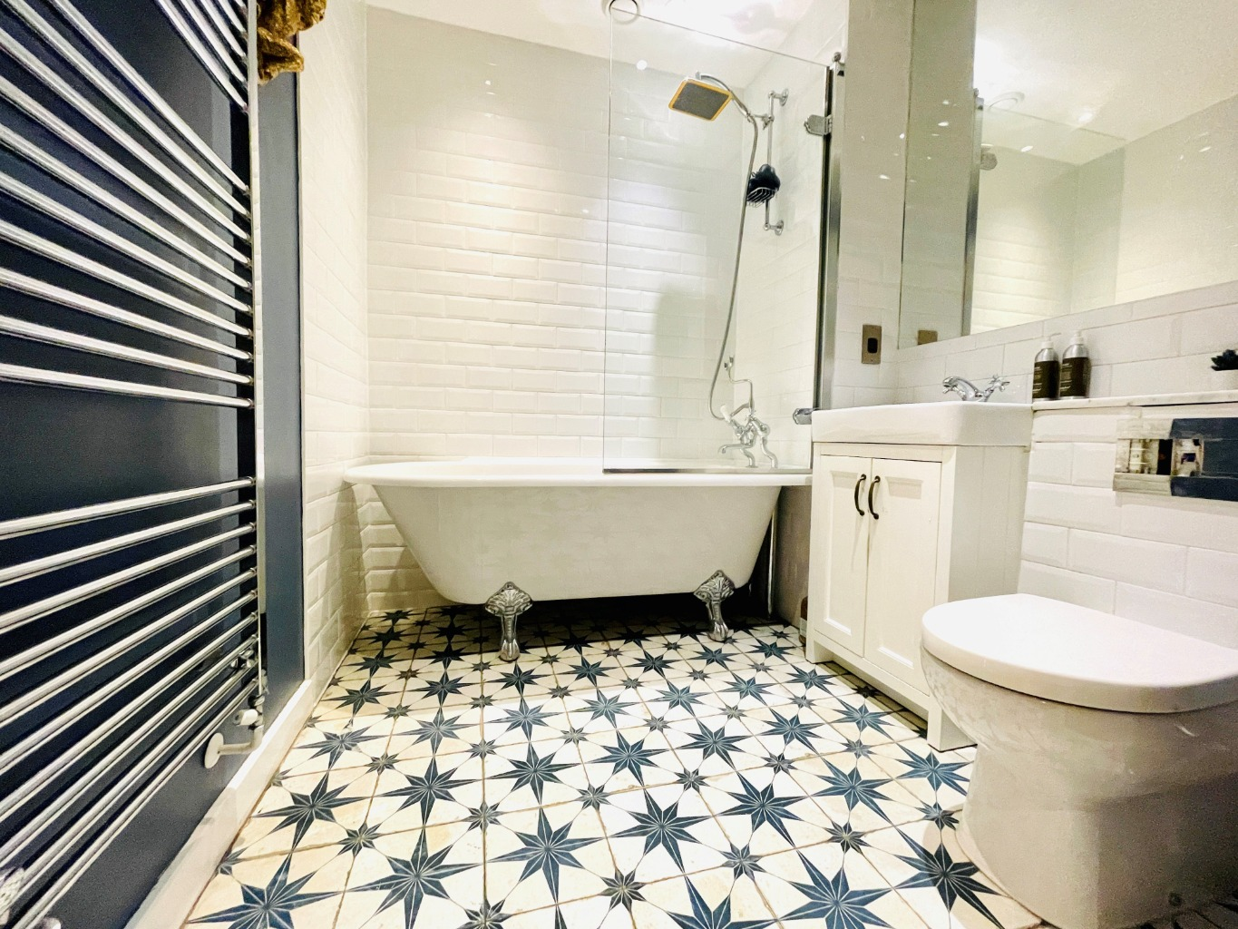 1 bed flat for sale in Moy Lane, London  - Property Image 1