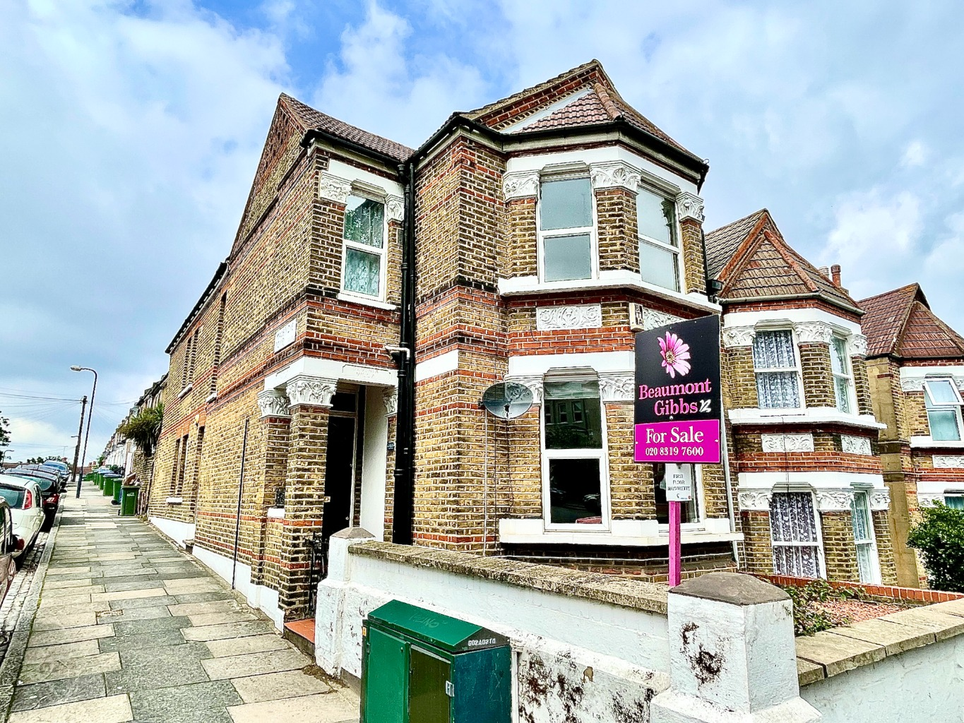2 bed flat for sale in Griffin Road, London, SE18