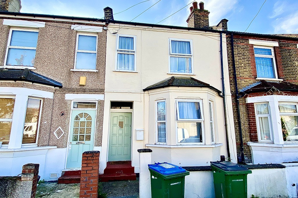 2 bed terraced house to rent in Marmadon Road, London  - Property Image 1