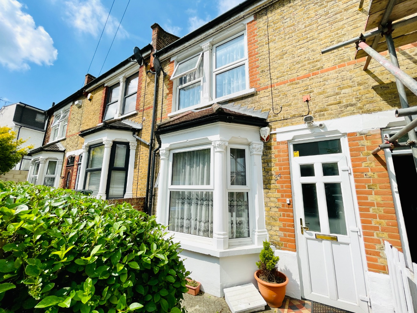 2 bed terraced house for sale in Congress Road, London 0