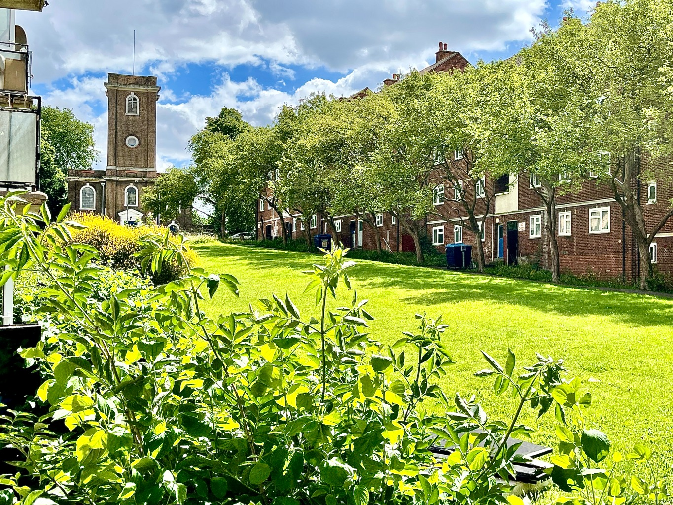 2 bed flat to rent in Woolwich Church Street, London, SE18