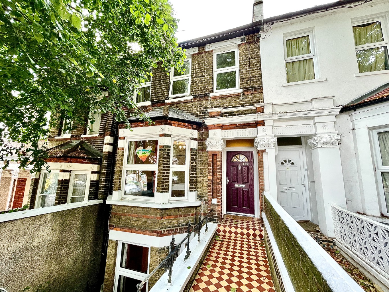 4 bed terraced house to rent in Griffin Road, London - Property Image 1