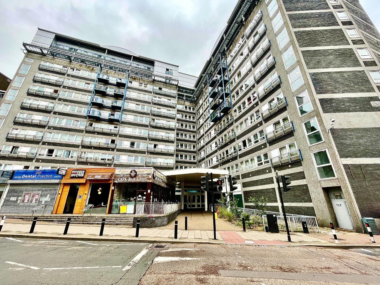 1 bed flat to rent in Calderwood Street, London, SE18