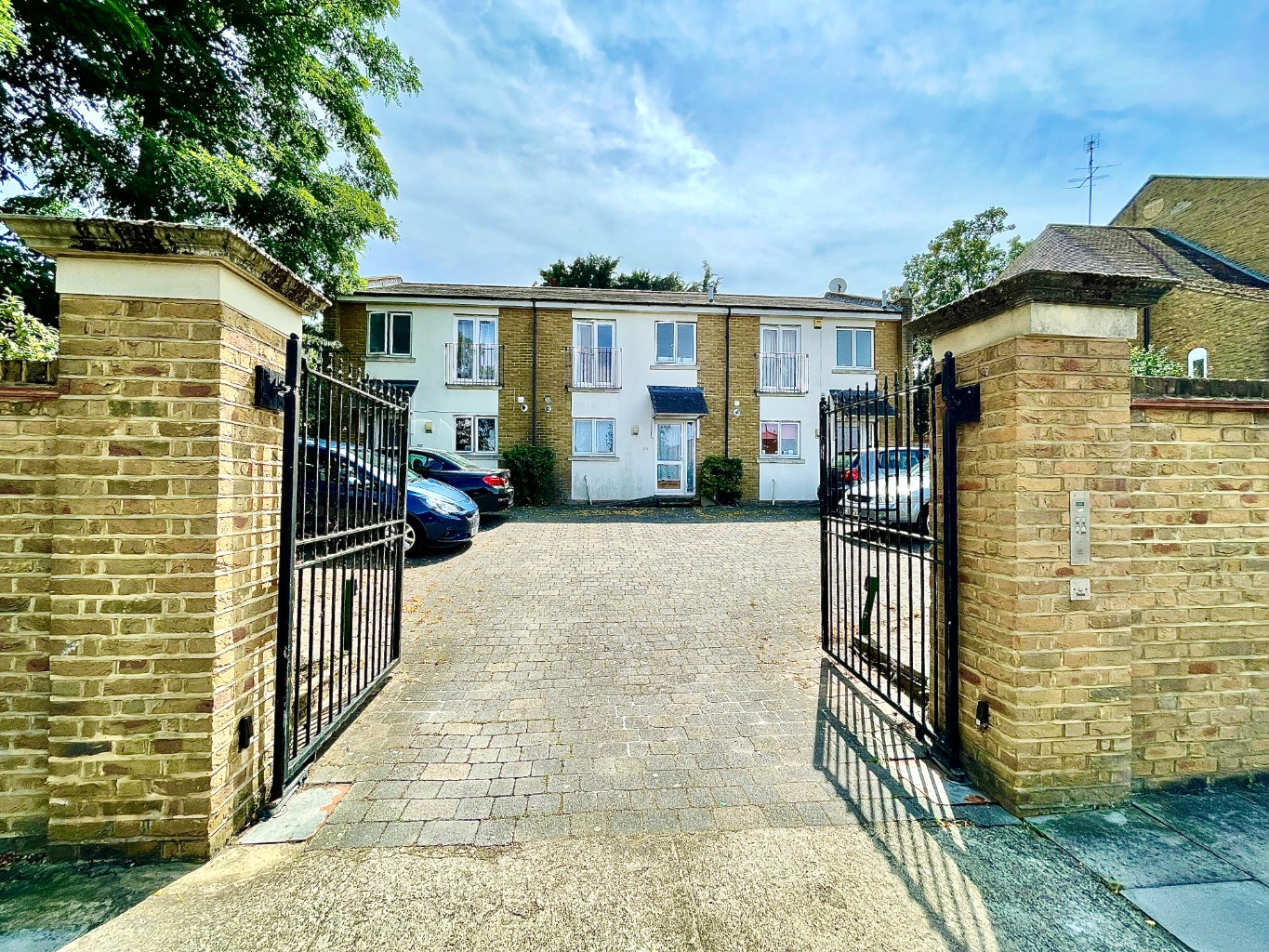 3 bed terraced house to rent in Congleton Grove, London, SE18
