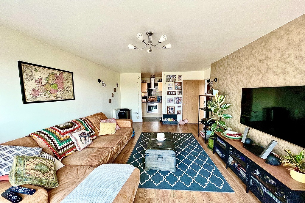 2 bed flat to rent in Tideslea Path, London  - Property Image 1