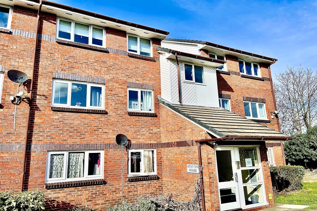 2 bed apartment for sale in Garrison Close, Shooters Hill, SE18