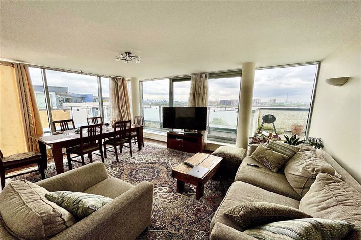 2 bed penthouse for sale in Tideslea Path, West Thamesmead, SE28
