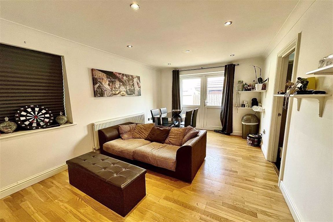 2 bed duplex to rent in Bloomfield Road, Woolwich, SE18