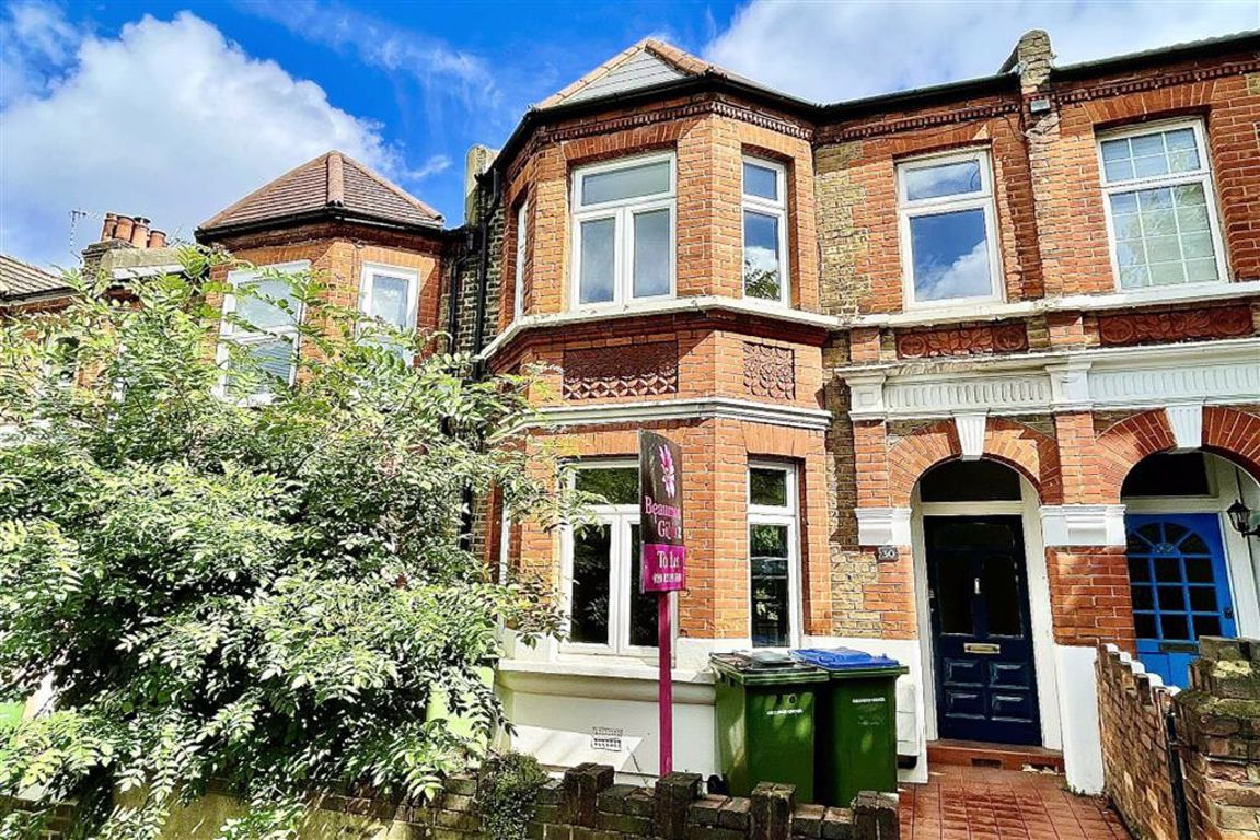 3 bed terraced house to rent in Isla Road, Plumstead  - Property Image 1