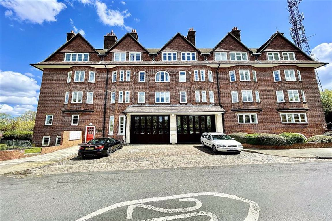 2 bed flat to rent in Eaglesfield Road, Shooters Hill 2